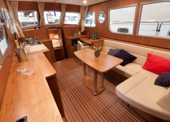 Linssen-34.9-AC-Salon-.jpg
